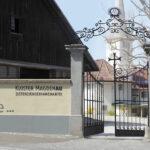 Signaletik: Beschriftung Eingangsportal Kloster Magdenau inkl. Redesign Logo
